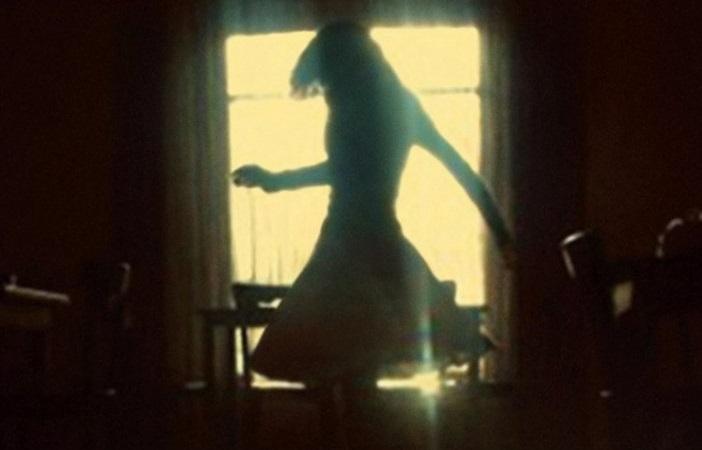|Resenha| No Escuro – Elizabeth Haynes |livro|